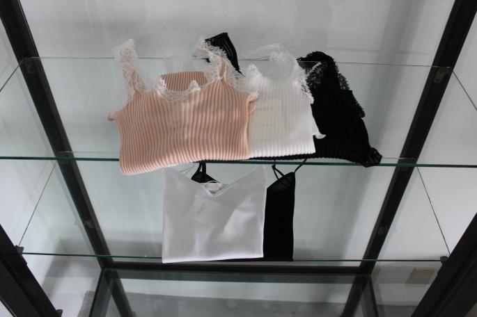 zimmerli<br /> Camisole<br /> COLOR / White,Black<br /> SIZE / S<br /> PRICE / 7,000+tax<br /> <br /> zimmerli<br /> Tanktop<br /> COLOR / White,Pink,Black<br /> SIZE / S<br /> PRICE / 11,500+tax<br /> <br />