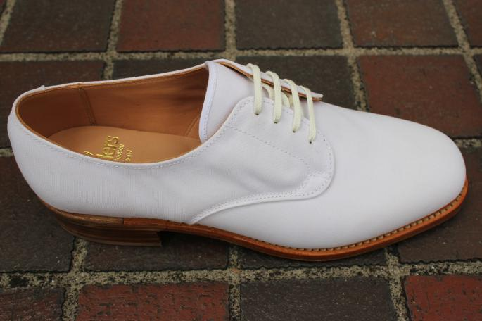 SANDERS<br /> White Canvas Shoes<br /> COLOR / White<br /> SIZE / 6,6H,7,7H,8,8H <br /> Made in England<br /> PRICE / 34,000+tax ⇒ 23,800+tax<br /> <br />