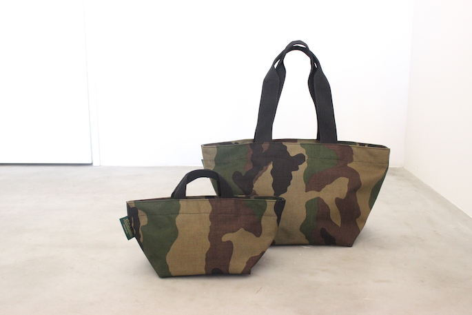 Herve Chapelier<br /> Camouflage Pattern  Medium Tote Bag (Right)<br /> COLOR / Green<br /> SIZE / Free<br /> Made in France<br /> PRICE / 21,000+tax<br /> <br /> Herve Chapelier<br /> Camouflage Pattern Small Tote Bag (Left)<br /> COLOR / Green<br /> SIZE / Free<br /> Made in France<br /> PRICE / 16,000+tax