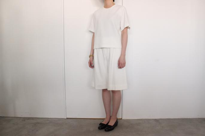 niuhans<br /> Art-pique Short-sleeve Tops<br /> COLOR / White<br /> SIZE / Free<br /> Made in Japan<br /> PRICE / 18,000+tax<br /> <br /> niuhans<br /> Art-pique Wide Pants<br /> COLOR / White<br /> SIZE / Free<br /> Made in Japan<br /> PRICE / 22,000+tax<br /> <br /> Trickers<br /> Hilton<br /> COLOR / Black<br /> SIZE / 4, 4.5, 5, 5.5, 6<br /> Made in England<br /> PRICE / 41,000+tax<br />