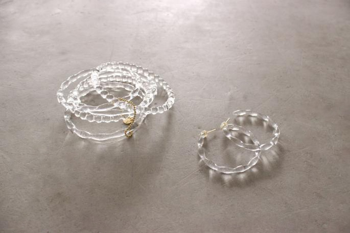 SIRISIRI<br /> Necklace<br /> COLOR / Clear×Gray(Ribbon)<br /> SIZE / Free<br /> Made in Japan<br /> PRICE / 45,000+tax