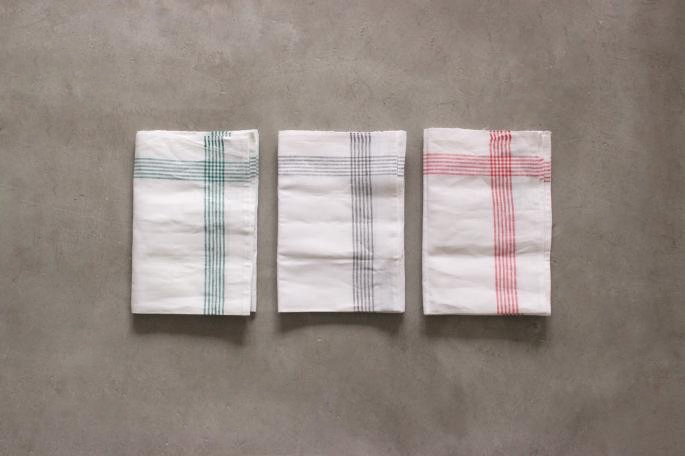 Kracht<br /> Kitchen Cloth<br /> COLOR / Green,Black<br /> SIZE / H50cm×W72cm<br /> Made in Germany<br /> PRICE / 1,200+tax<br /> <br />