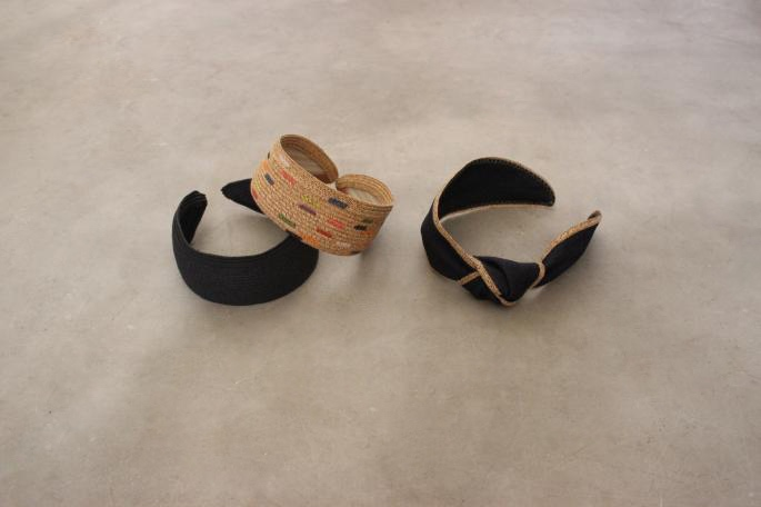 Jennifer Ouellette (Right)<br /> Head Band<br /> COLOR / Indigo<br /> SIZE / Free<br /> Made in USA<br /> PRICE / 9,500+tax<br /> <br /> Jennifer Ouellette (Center)<br /> Head Band<br /> COLOR / Beige<br /> SIZE / Free<br /> Made in USA<br /> PRICE / 10,000+tax<br /> <br /> Jennifer Ouellette (Left)<br /> Head Band<br /> COLOR / Black<br /> SIZE / Free<br /> Made in USA<br /> PRICE / 9,500+tax