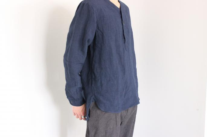 GARMENT REPRODUCTION OF WORKERS<br /> Henley Neck Shirt<br /> COLOR / Black,Navy<br /> SIZE / 2,3<br /> Made in Japan<br /> PRICE / 22,000+tax<br /> <br /> COMOLI<br /> Typewriter Draw String Pants<br /> COLOR / Gray<br /> SIZE / 1,2<br /> Made in Japan<br /> PRICE / 28,000+tax<br /> <br />