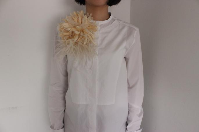 INDRESS<br /> Aliette<br /> COLOR / Ivory,Navy<br /> Made in France<br /> PRICE / 30,000+tax<br /> <br /> SOSO PHLANNEL<br /> Broadcloth Grandpa Shirt<br /> COLOR / White<br /> SIZE / 34,36<br /> Made in Japan<br /> PRICE / 26,000+tax
