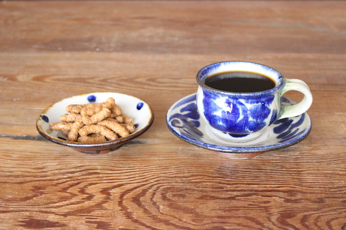 OKINAWA POTTERY MARKET EAT IN MENU<br /> COBI BLEND okinawa<br /> PRICE / 600 (tax included)<br /> 黒糖かりんとうセット<br /> PRICE / 900 (tax included)