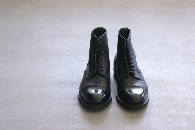 SANDERS<br /> Military Arrow Ammo Boot <br /> COLOR / NAVY<br /> SIZE / 6h,7,7h,8<br /> PRICE / 51,000+tax<br /> Made in England