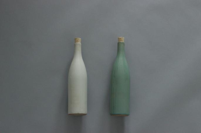 Sゝゝ<br /> 陶瓶<br /> COLOR / 粉引き(Left),青磁(Right)<br /> Made in Japan<br /> PRICE / 7,500+tax
