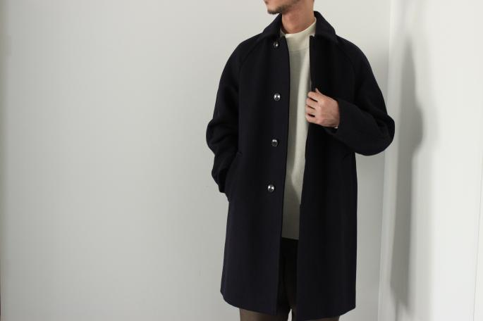 COMOLI<br /> Tairokken Coat<br /> COLOR / Beige,Navy<br /> SIZE / 1,2<br /> Made in Japan<br /> PRICE / 108,000+tax