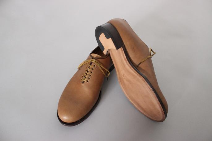 forme / Whole Cut Shoes<br /> COLOR / Brown<br /> SIZE / 5,5h,6,6h<br /> PRICE / 63,000+tax<br /> <br /> Made in Japan<br /> <br />