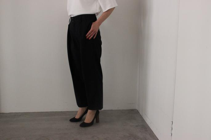 HEIGHT / 159㎝<br /> WEAR SIZE / 0<br /> <br /> Phlannel<br /> Silk One Tuck Trousers <br /> COLOR / Gray,Navy<br /> SIZE / 0,1<br /> PRICE / 25,000+tax<br /> <br /> Suvin Cotton Terry T‐Shirt<br /> COLOR / White,Gray<br /> SIZE / 0,1<br /> PRICE / 14,000+tax<br /> <br /> Made in Japan<br /> <br /> MICHEL VIVIAN<br /> Bernie<br /> COLOR / Oxford<br /> SIZE / 36,36.5,37,37.5,38<br /> Made in France<br /> PRICE / 66,000+tax<br />