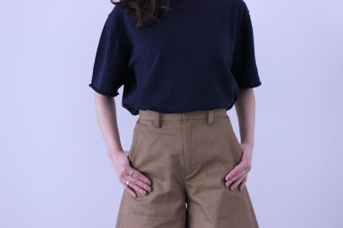 HEIGHT / 159㎝<br /> WEAR SIZE / 0<br /> <br /> Phlannel<br /> High Count Twill Culotte Skirt  <br /> COLOR / Khaki,Camel<br /> SIZE / 0,1<br /> PRICE / 23,000+tax<br /> <br /> Cotton Silk Crew Neck Kint<br /> COLOR / White,Navy,Red<br /> SIZE / 0,1<br /> PRICE / 18,000+tax<br /> <br /> Made in Japan<br /> <br /> MICHEL VIVIAN<br /> Bernie<br /> COLOR / Oxford<br /> SIZE / 36,36.5,37,37.5,38<br /> Made in France<br /> PRICE / 66,000+tax<br />