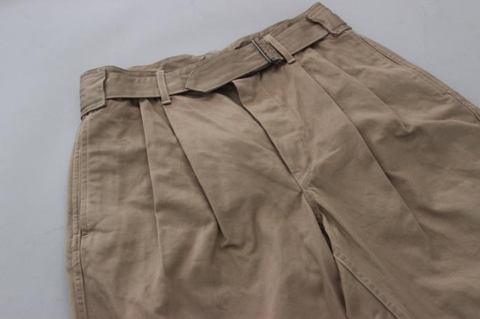 HEIGHT / 175cm<br /> WEAR SIZE / 1<br /> <br /> COMOLI <br /> Belted Chino Pants<br /> COLOR / Beige<br /> SIZE / 1,2<br /> PRICE / 28,000+tax<br /> <br /> Boat Neck Long Sleeves shirts<br /> COLOR / White,Navy<br /> SIZE / 1<br /> PRICE / 20,000+tax<br /> <br /> Made in Japan<br /> <br /> montrail<br /> Sierravada Outdry <br /> COLOR / Grey<br /> SIZE / 26,26.5,27,27.5<br /> PRICE / 15,500+tax<br />