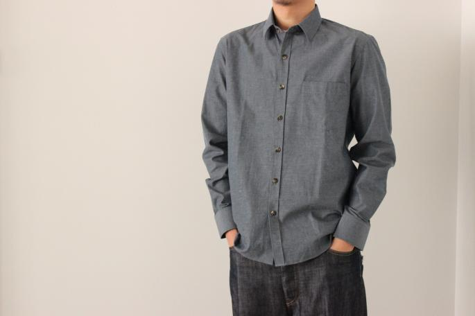 HEIGHT / 175cm<br /> WEAR SIZE / 39<br /> <br /> DE BONNE FACTURE<br /> Essential Shirts<br /> COLOR / Gray Brue<br /> SIZE / 39<br /> Made in France<br /> PRICE / 35,000+tax