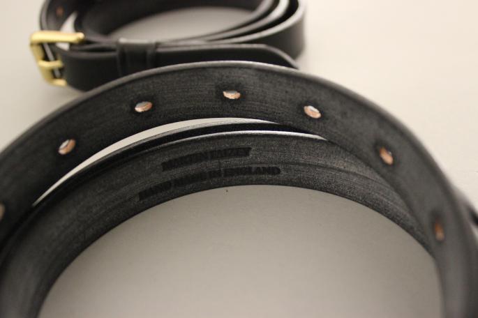 Martin Faizey <br /> 3/4 Roller Buckle Light Weight Bridle Belt <br /> COLOR / Black,Dk.Havana,Navy<br /> SIZE / 30<br /> Made in England<br /> PRICE / 11,000+tax