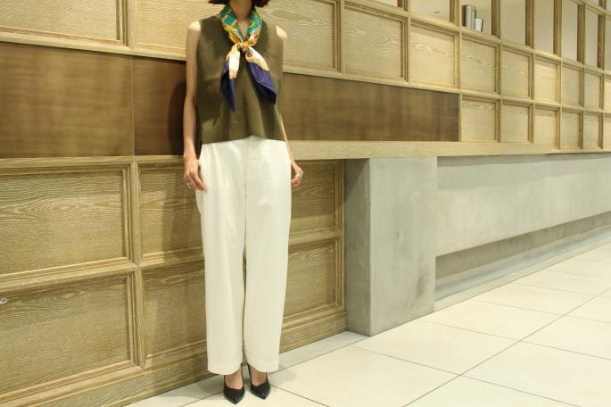 HEIGT / 165㎝<br /> WEAR SIZE / 0<br /> <br /> Phlannel<br /> Westpoint Wide Trousers<br /> COLOR / White,Beige<br /> SIZE / 0,1<br /> PRICE / 19,000+tax<br /> <br /> AURALEE<br /> HEAVY MILANO RIB KNIT SLEEVELESS<br /> COLOR / White,Olive,Navy<br /> SIZE / 1<br /> PRICE / 28,000+tax<br /> <br /> Made In Japan<br /> <br /> MASION VINTAGE<br /> VINTAGE CELINE SCARF CHAIN3<br /> COLOR / Navy<br /> PRICE / 29,000+tax