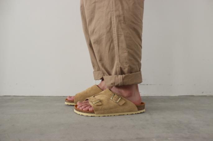 BIRKENSTOCK <br /> Zurich Narrow Suede Leather<br /> COLOR / Sand<br /> SIZE / 40,41,42<br /> Made in Germany<br /> PRICE / 20,000+tax<br /> <br /> COMOLI<br /> Belted Chino Pants<br /> COLOR / Beige<br /> SIZE / 1<br /> Made in Japan<br /> PRICE / 28,000+tax