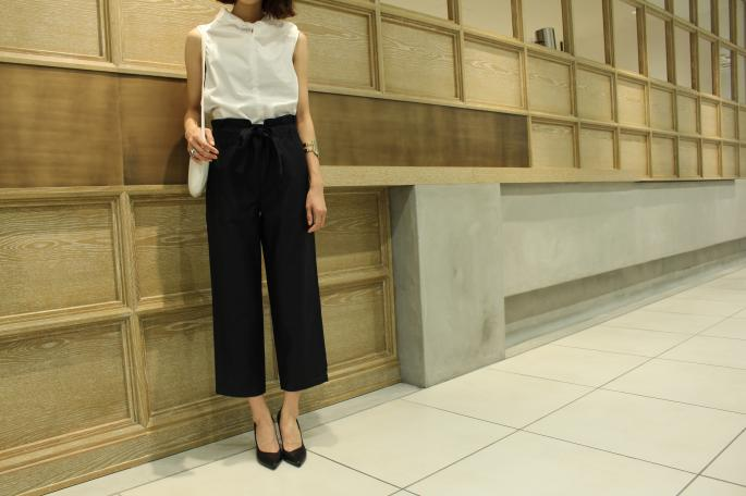 SOSO PHLANNEL <br /> Broad Nosleeve Shirt<br /> COLOR / White<br /> SIZE / 34,36<br /> PRICE / 19,000+tax<br /> <br /> Easy Trousers<br /> COLOR / Beige,Navy<br /> SIZE / 34,36<br /> PRICE / 23,000+tax<br /> <br /> Made In Japan<br /> <br /> MAISON VINTAGE<br /> GUCCI Ostrich Shoulder Bag<br /> COLOR / White<br /> PRICE / 49,000+tax