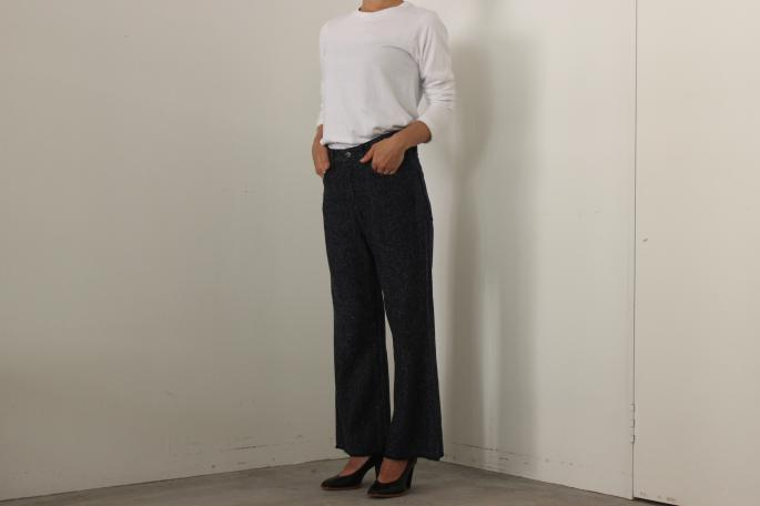 HEIGHT / 159cm<br /> WEAR SIZE / 1<br /> <br /> AURALEE <br /> Seamless L/S Tee<br /> COLOR / White,Navy<br /> SIZE / 1<br /> PRICE / 8,300+tax<br /> <br /> Silk Denim Flare Pants<br /> COLOR / Navy<br /> SIZE / 0<br /> PRICE / 32,000+tax<br /> <br /> KATIM<br /> SCALA<br /> COLOR / Black<br /> SIZE / 35.5,36,36.5,37,37.5<br /> PRICE / 48,000+tax<br /> <br /> Made In Japan