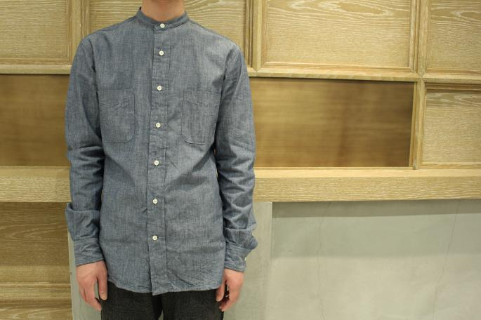 HEIGHT / 169cm<br /> WEAR SIZE / XS<br /> <br /> KENNETH FIELD <br /> Band Collar Chambray<br /> COLOR / Denim<br /> SIZE / XS,S<br /> Made In USA<br /> PRICE / 27,000+tax<br /> <br /> Ceremony Trouser Homespun <br /> COLOR / Charcoal<br /> SIZE / XS,S<br /> Made In Japan<br /> PRICE / 28,000+tax<br /> <br /> Paraboot<br /> Chambord<br /> COLOR / Noir<br /> SIZE / 6.5,7,7.5<br /> Made In France<br /> PRICE / 65,000+tax