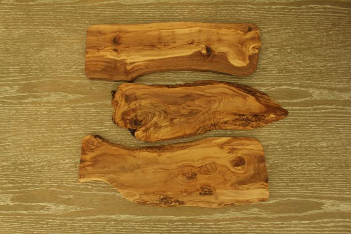 EIArte delOlivo<br /> Olive Board Large<br /> SIZE / 500×150mm<br /> COLOR / Brown<br /> PRICE / 9,000+tax<br /> <br /> Olive Board Handle<br /> SIZE / 450×180mm<br /> COLOR / Brown<br /> PRICE / 8,500+tax<br /> <br /> Made In Spain