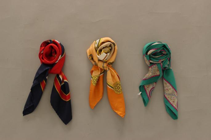 HIGHT / 155cm<br /> Size / XXS<br />  <br /> CELINE Vintage Scarf<br /> PRICE / 29,000+tax<br /> <br /> 80's-90's Yves Saint Laurent Bag<br /> PRICE / 58,000+tax<br /> <br /> ANDERSEN ANDERSEN<br /> The Navy Turtle Neck<br /> COLOR / Blue,Camel,H Green,Red<br /> SIZE / XXS,XS<br /> Made In Italy<br /> PRICE / 42,000+tax