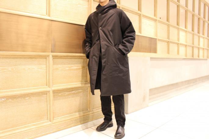 HIGHT / 175cm<br /> WEAR SIZE / 1<br /> <br /> COMOLI <br /> Hooded Coat<br /> COLOR / Black<br /> SIZE / 1,2<br /> PRICE / 98,000+tax<br /> <br /> Corduroy 5pocket  Pants<br /> COLOR / Ivory,Black<br /> SIZE / 1,2<br /> PRICE / 18,000+tax<br /> <br /> Made In Japan<br /> <br /> Paraboot<br /> Photon<br /> COLOR / Black<br /> SIZE / 6,6.5,7,7.5<br /> Made In France<br /> PRICE / 58,000+tax