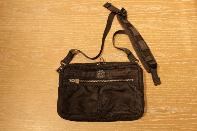 PORTER CLASSIC<br /> Super Nylon Shoulder Bag<br /> COLOR / Blue,Black<br /> SIZE / Free<br /> Made In Japan<br /> PRICE / 30,000+tax
