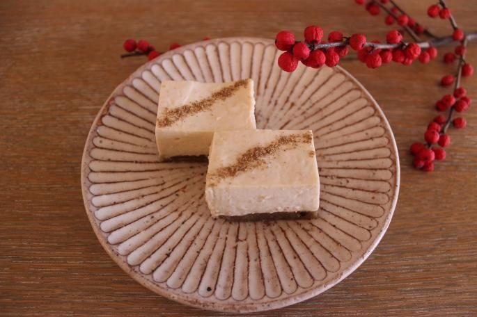 自家製 生姜のレアチーズケーキ<br /> 単品550円 / ネルドリップブレンドコーヒーセット1050円 / ネルドリップシングルオリジンコーヒーセット1230円