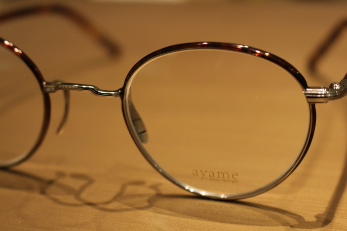 ayame<br /> Sippou<br /> COLOR / Black,D.tortoise<br />  SIZE / Free<br /> Made In Japan<br /> PRICE / 38,000+tax