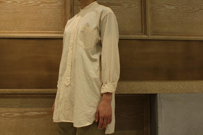 HIGHT / 166cm<br /> WEAR SIZE / 0<br /> <br /> COMOLI<br /> Band Collar Shirt<br /> COLOR / Ecru,Sax<br /> SIZE / 0<br /> PRICE / 22,000+tax<br /> <br /> Needles<br /> Fatigue Buggy Pant-back sateen<br /> COLOR / Khaki<br /> SIZE / 1,2<br /> PRICE / 21,000+tax<br /> <br /> KATIM<br /> SERVI<br /> COLOR / Bianco<br /> SIZE / 35.5,36,36.5,37,37.5,38<br /> PRICE / 49,800+tax<br /> <br /> Made In Japan