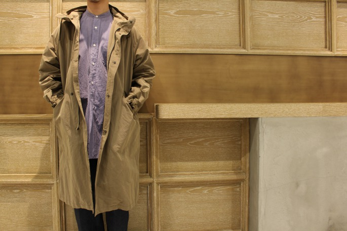 HIGHT / 175cm<br /> WEAR SIZE / 1<br /> <br /> COMOLI<br /> Cotton Nyron Hooded Coat  <br /> COLOR / Beige,Black<br /> SIZE / 1,2<br /> PRICE / 76,000tax<br /> <br /> Band Collar Shirt<br /> COLOR / Ecru,Sax<br /> SIZE / 1,2<br /> PRICE / 22,000+tax<br /> <br /> Denim 6pocket Pants <br /> COLOR / Navy<br /> SIZE / 1,2<br /> PRICE / 34,000+tax<br /> <br /> Made In Japan