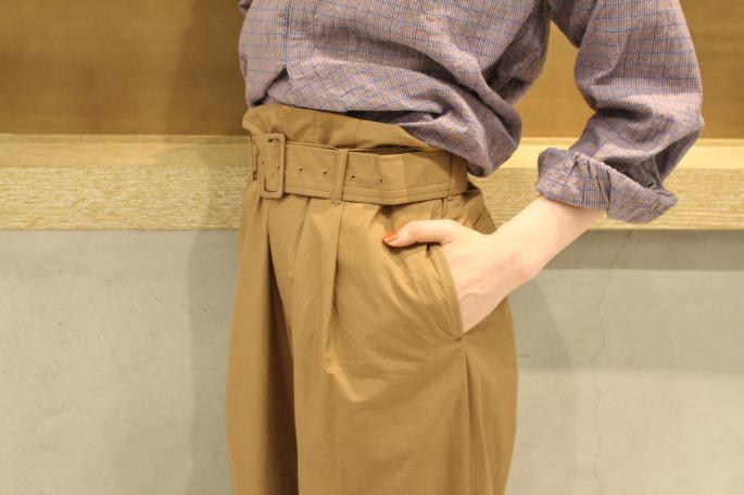 HIGHT / 164cm<br /> WEAR SIZE / 0<br /> <br /> AURALEE<br /> Washedfinx  Ripstop Belted Widepants <br /> COLOR / Brown<br /> SIZE / 0,1<br /> PRICE / 30,000+tax<br /> Made In Japan<br /> <br /> EURO VINTAGE<br /> Pullover Shirt<br /> PRICE / 15,500+tax<br /> <br /> KATIM<br /> SERVI<br /> COLOR / Bianco<br /> SIZE / 35.5,36,36.5,37,37.5<br /> PRICE / 49,800+tax<br /> Made In Japan