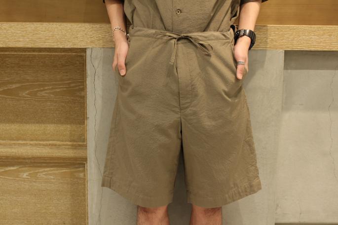 HEIGHT / 169cm <br /> WEAR SIZE / S<br /> <br /> Phlannel<br /> Co/Si Seersucker Short Trousers<br /> COLOR / Navy,Khaki<br /> SIZE / S,M,L<br /> PRICE / 28,000+tax<br /> <br /> Co/Si Seersucker Open Shirt<br /> COLOR / Navy,Khaki<br /> SIZE / S,M,L<br /> PRICE / 27,000+tax<br /> <br /> Made In Japan<br /> <br /> DIMISSIANOS&MILLER<br /> DAKTYLO<br /> COLOR / Natural,Black<br /> SIZE / 41,42,43<br /> Made In Greece<br /> PRICE / 36,000+tax