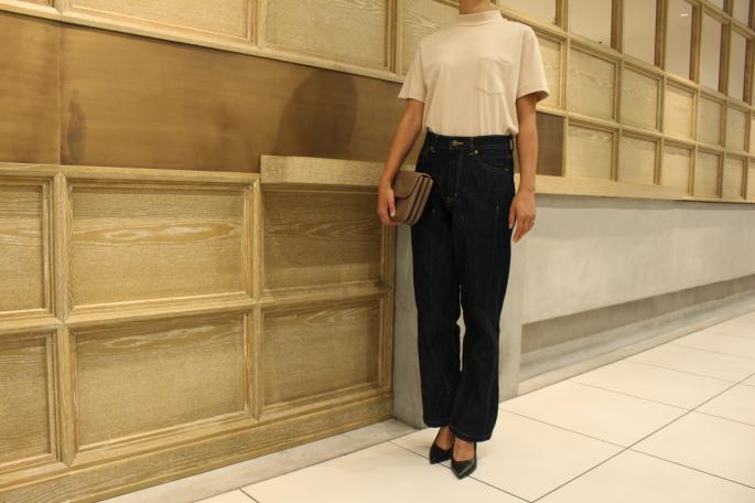 HEIGHT / 166cm <br /> WEAR SIZE / 1<br /> <br /> Needles<br /> Darts Boot Cut Jean Pant C/T Denim<br /> COLOR / Indigo<br /> SIZE / 1,2<br /> PRICE / 21,000+tax<br /> <br /> Scye<br /> 別注Mock Neck Tops<br /> COLOR / Beige,Navy<br /> SIZE / 38<br /> PRICE / 12,000+tax<br /> <br /> Made In Japan