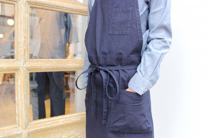 Phlannel<br /> Indigo Duck Shoe Shine Apron <br /> COLOR / Indigo<br /> SIZE / Free<br /> Made in Japan<br /> PRICE / 15,000+tax