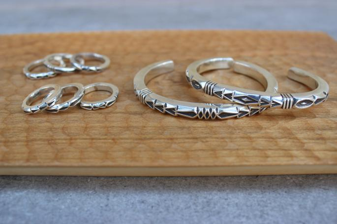 JENNIFER CURTIS<br /> Stamped Square Wire Ring<br /> SIZE / 7,9,11,16,18,20<br /> Made in USA<br /> PRICE / 19,800+tax<br /> <br /> JENNIFER CURTIS<br /> Stamped Square Wire Bracelet<br /> SIZE / Free<br /> Made in USA<br /> PRICE / 45,800+tax<br />