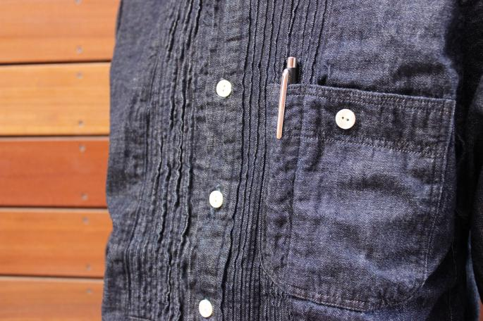 KENNETH FIELD <br /> Tuxedo Denim Shirt<br /> SIZE / XS.S.M<br /> Made in Japan<br /> PRICE / 26.000+tax<br /> <br />