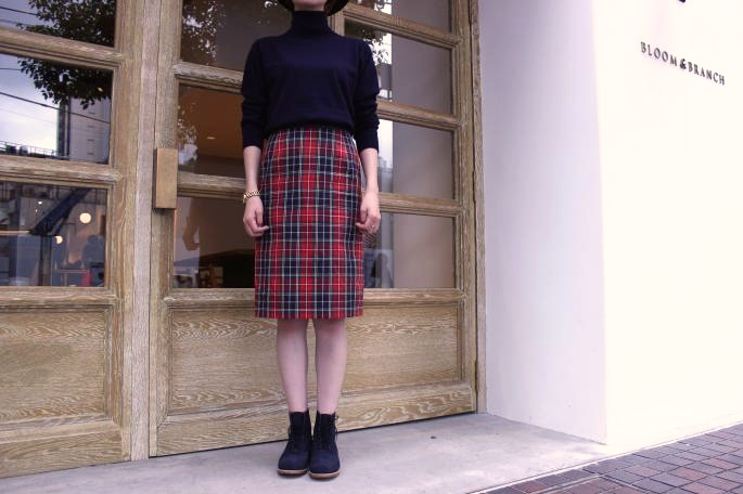 COMOLI<br /> TURTEL NECK KNIT<br /> COLOR / NAVY,GRAY<br /> SIZE / Free<br /> PRICE / 29,000+tax<br /> <br /> SOSO PHLANNEL<br /> Check Tight Skirt<br /> COLOR / RED,GREEN<br /> SIZE / 34,36<br /> Made in JAPAN<br /> PRICE / 22,000+tax<br /> <br /> Tricker's<br /> FULL BROGUE OXFORD BOOTS<br /> COLOR / OCEAN<br /> SIZE / 4,4.5,5,5.5,6<br /> Made in ENGLAND<br /> PRICE / 74,000+tax