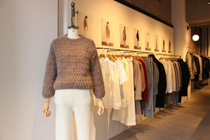 Phlannel×愛編む宮古<br /> Mohair HandKnit CrewNeck <br /> COLOR / Off White,Brown<br /> SIZE / 0,1<br /> Made in JAPAN<br /> PRICE / 39,000+tax<br /> <br /> Phlannel<br /> Knit Trousers<br /> COLOR / Off White,Gray<br /> SIZE / 0,1<br /> Made in JAPAN<br /> PRICE / 21,000+tax<br /> <br />