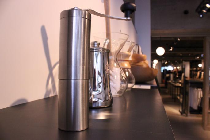 ポーレックス<br /> セラミックコーヒーミル <br /> COLOR / Silver<br /> PRICE / 3,500+tax<br />
