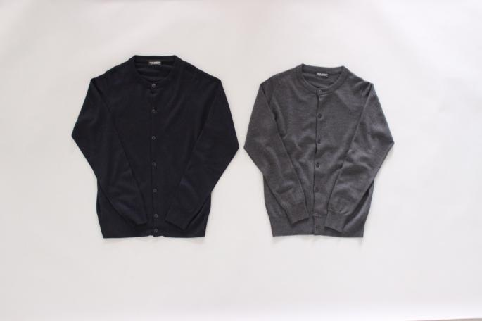JOHN SMEDLEY<br /> Crew neck Cardigan<br /> COLOR / Charcoal,Midnight<br /> SIZE / M,L<br /> Made in England<br /> PRICE / 37,000+tax
