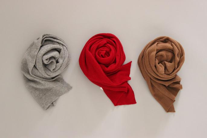 your wear<br /> Combi Mini Stole<br /> COLOR / Pinkbeige×Vanilla,Stoneglay×Vanilla<br /> PRICE / 19,000+tax<br /> Made in japan<br />