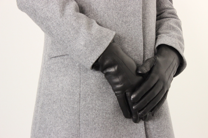DENTS<br /> Leather Gloves<br /> COLOR / NAVY,Black,Berry,Saddle<br /> SIZE / 6h<br /> Made in England<br /> PRICE / 26,000+tax