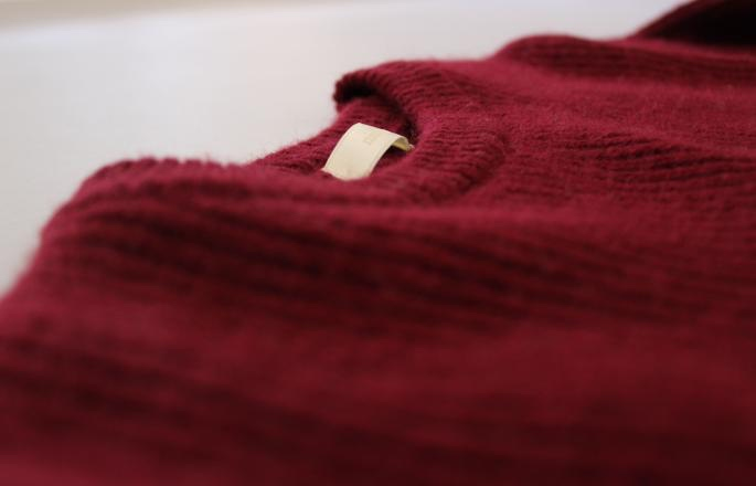 niuhans<br /> Low Gage Sweater<br /> COLOR / Wine,Navy<br /> SIZE / 1<br /> Made in Japan<br /> PRICE / 30,000+tax<br /> <br /> SOSO PHLANNEL<br /> 5Pocket Denim<br /> SIZE / 34,36,38<br /> Made in Japan<br /> PRICE / 22,000+tax