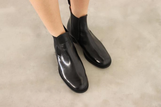 SANDERS<br /> Chelsea Boots<br /> COLOR/Black<br /> SIZE/4,4.5,5,5.5<br /> Made In England<br /> PRICE/55,000+tax