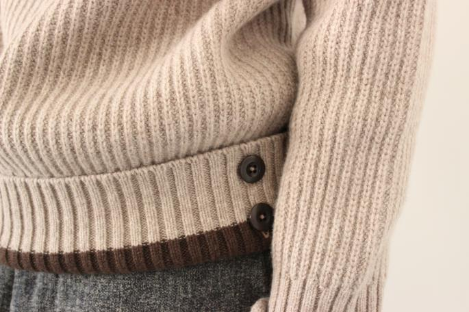 Porter Classic<br /> Turtle Neck Knit<br /> COLOR / Beige,Navy<br /> SIZE / S,M<br /> Made in Japan<br /> PRICE / 45,000+tax