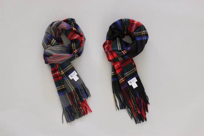 JOHNSTONS<br /> Check Stole <br /> COLOR / Black,Light Gray<br /> Made in Scotland<br /> PRICE / 62,000+tax