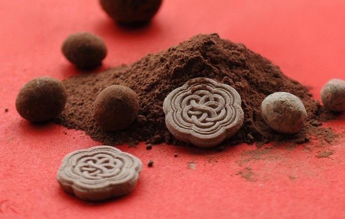 HIGASHIYA Valentine Box (1/30-2/14 Limited Box)<br /> PRICE / 3,800 (tax included)<br /> COBI BLEND valentine コーヒー豆 100g<br /> HIGASHIYA ココアの落雁 5個入り<br /> HIGASHIYA チョコレート豆 30g<br />