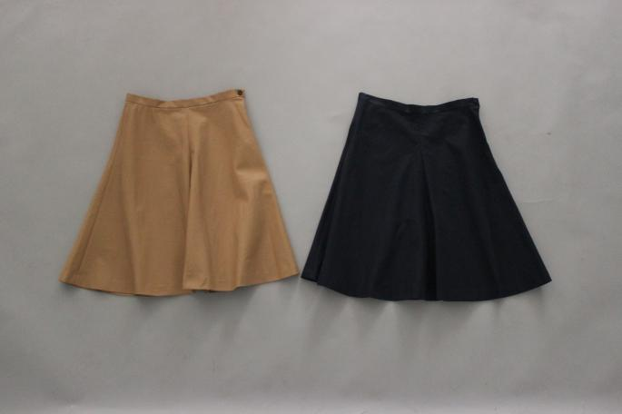 HEIGHT / 159cm<br /> WEAR SIZE / 34<br /> <br /> SOSO PHLANNEL<br /> Flare Skirt <br /> COLOR / Navy,Beige<br /> SIZE / 34,36<br /> Made In Japan<br /> PRICE / 23,000+tax<br /> <br /> <br /> Phlannel<br /> Cotton Silk Crew Neck Knit<br /> COLOR / White,Navy,Red<br /> SIZE / 0,1<br /> Made in Japan <br /> PRICE / 18,000+tax<br /> <br /> MICHEL VIVIEN<br /> Bernie<br /> COLOR / Oxford<br /> SIZE / 36,36.5,37,37.5,38<br /> Made In France<br /> PRICE / 66,000+tax<br />